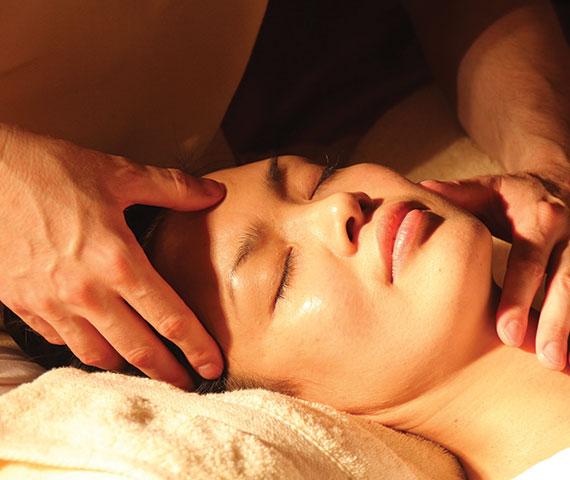 ansiktsmassage, massage, behandling, Indisk Huvudmassage