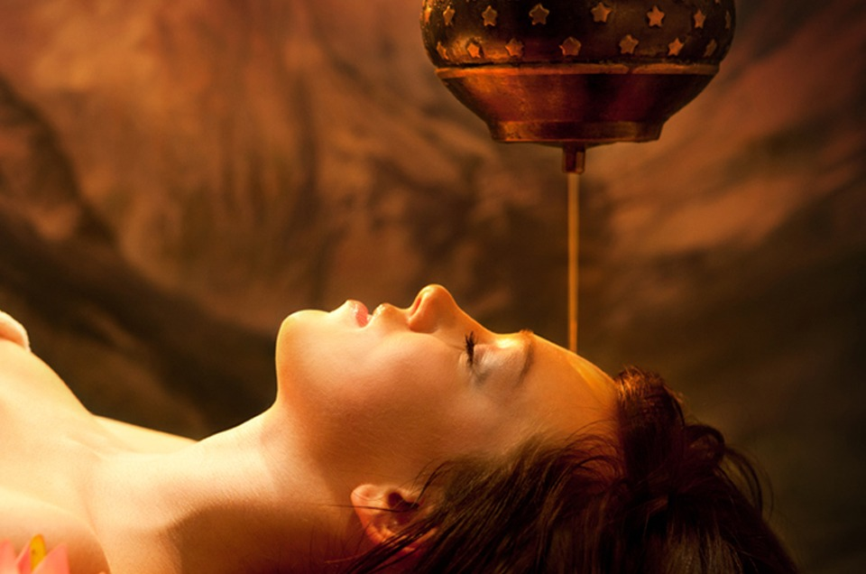 Shirodhara, massage, behandling